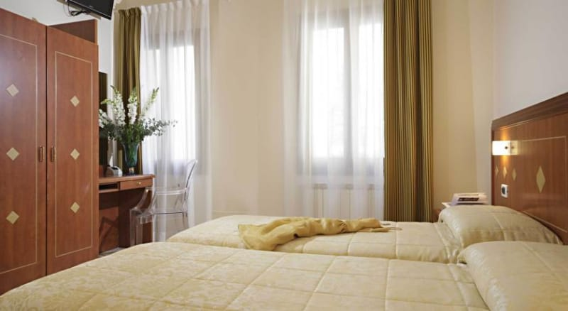 Hotel Adriatic Roma Booking