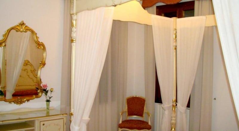 Hotel At Leonard