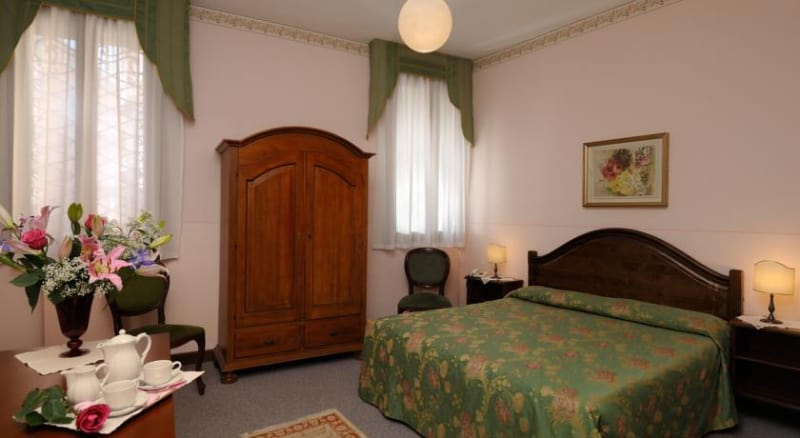 Hotel De L' Alboro