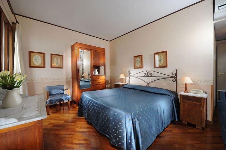 hotel la calcina venezia net. Black Bedroom Furniture Sets. Home Design Ideas
