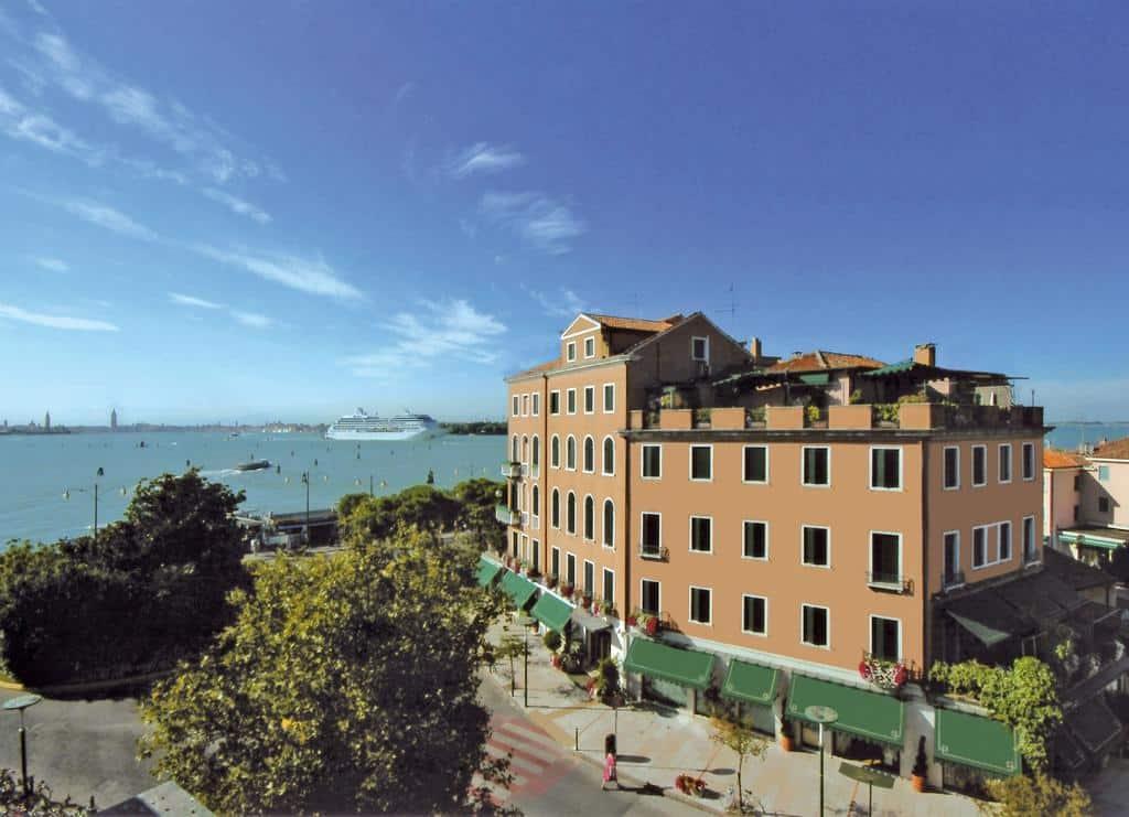 Hotel Riviera 3*S