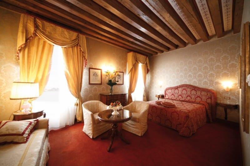 Hotel Due Leoni Citt Ef Bf Bd Sant Angelo
