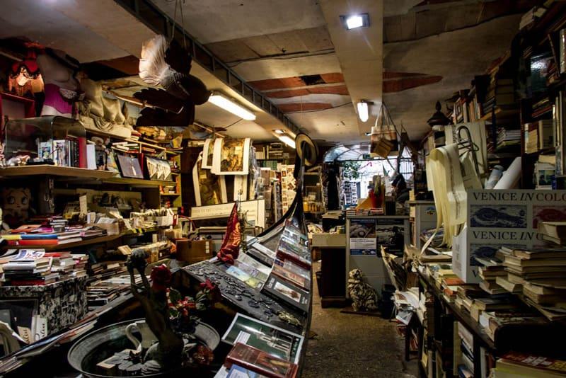 Libreria Acqua Alta Venezia | Una delle librerie più ... Maria Carta