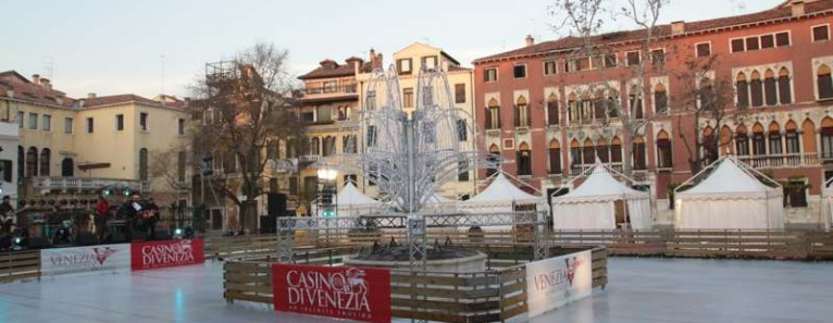 Pista di pattinaggio su ghiaccio a Venezia