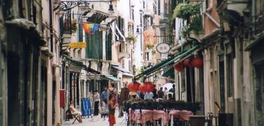 Dodici Itinerari guidati da fare a piedi alla scoperta di Venezia
