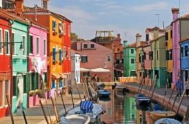 Il vetro soffiato di Murano e la coloratissima Isola di Burano