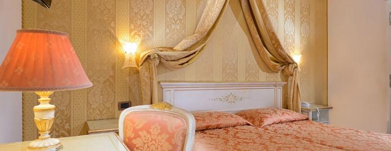 Hotel Ambassador Tre Rose