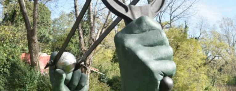 STOP PLAYING, a Forte Marghera la nuova statua di Lorenzo Quinn