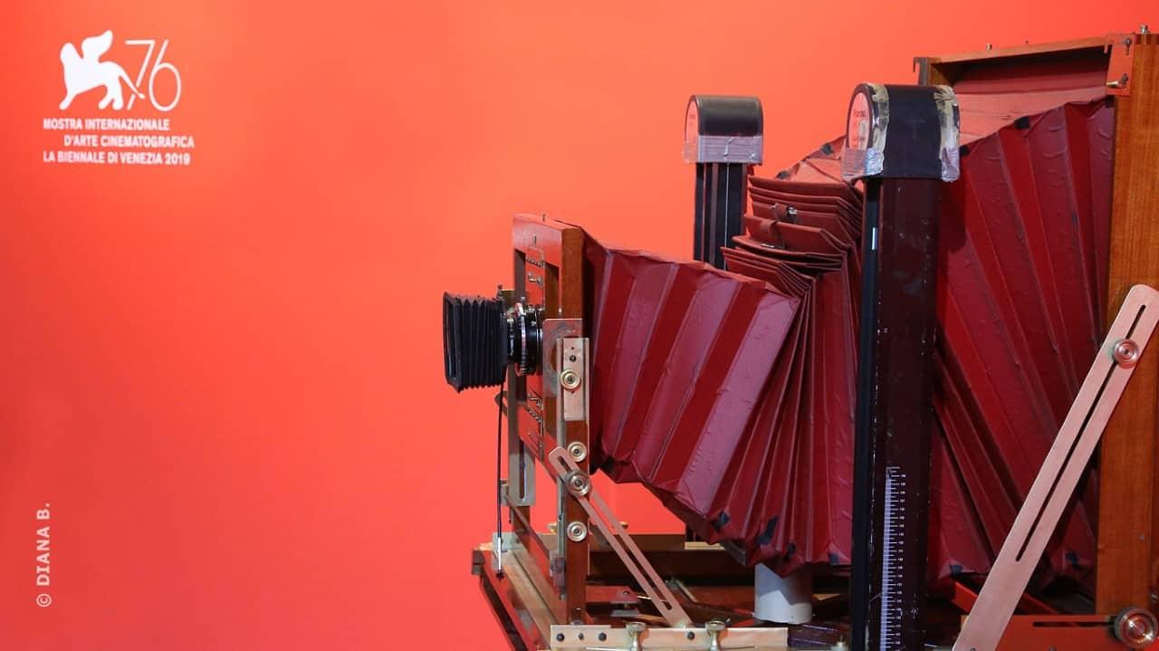 #Venezia76. Ritratti (Opere uniche). 300 Polaroid giganti raccontano i protagonisti della Biennale Cinema (1996-2004) all'Hotel Des Bains e al T Fondaco dei Tedeschi fino al 15 settembre