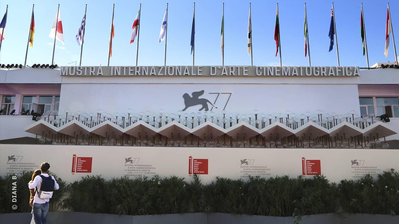 #Venezia77. Palazzo del cinema blindato